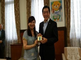 2016年6月28日15:30 (台灣)亞太國際溫泉旅遊協會周水美理事長拜訪愛媛縣中村時廣知事
