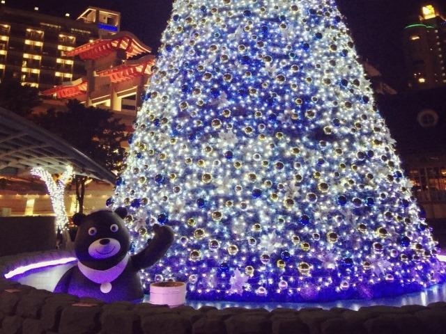 想要感受下雪氣氛又有暖暖溫泉的聖誕樹就在新北投捷運站旁的七星街